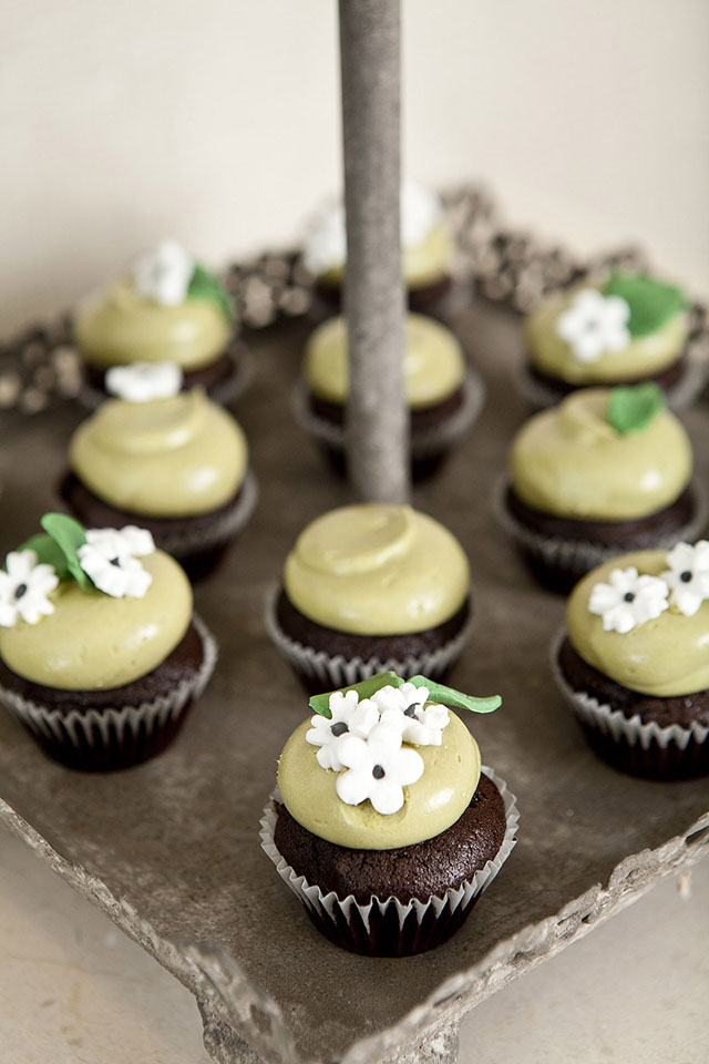 Cape Rey wedding cupcakes